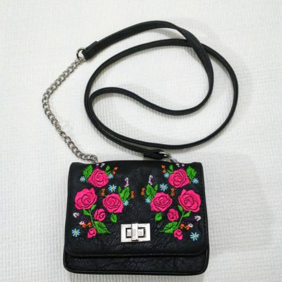 art class Other - Crossbody Bag Embroidered Roses